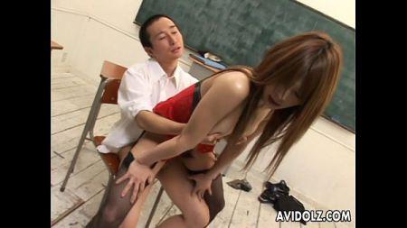 คุณครูใจดี นักเรียนสอบผ่านเลยมีรางวัลให้