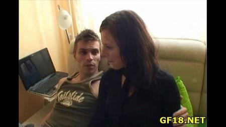 คลิปโป๊ เพื่อนชายจับให้แฟนสาวเย็ดกับคนแปลกหน้า