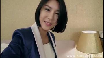 พนังงานสาวเกาหลีเข้ามาทำงานทไแรกก็อ่อยเจ้านายซะแล้ว แหกหีให้เจ้านายเขี่ยเม็ดแตดโคตรเสียว น้ำเหนียวแล้ว