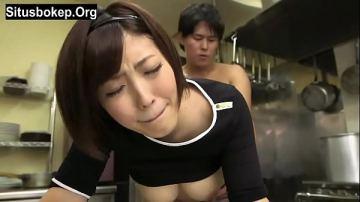 japan av ห้องครัวก็ไม่เว้น หิวจัดรอกินข้าวแทบจะไม่ไหวไม่ต้องจัดการกินน้ำหีของเธอประทังชีวิตไปก่อน